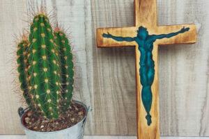 Crocifisso legno e resina